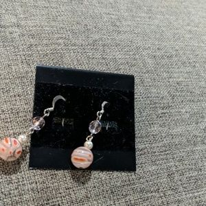 Jewelry - Super cute glass pink bead Earrings